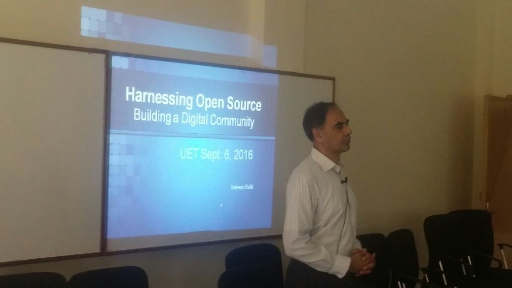 Saleem Rafik delivering OSFP lecture in UET Taxila