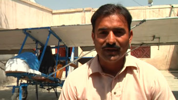 Pakistani popcorn seller who created his own plane
